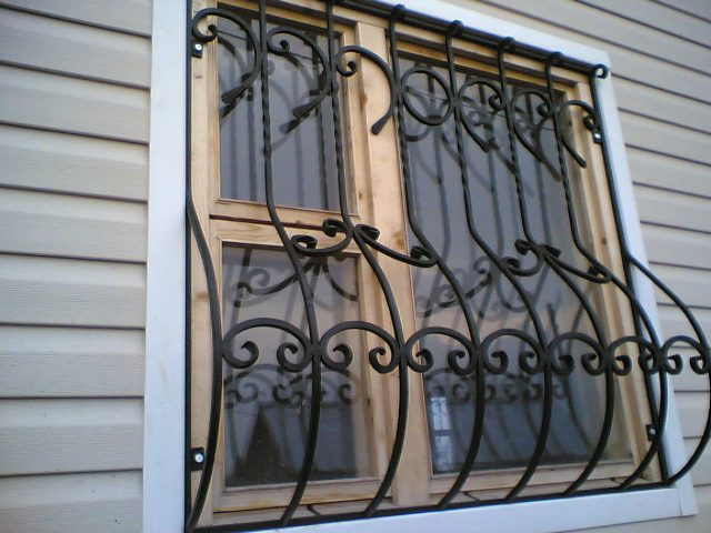 Холодная ковка решетки на окна фото