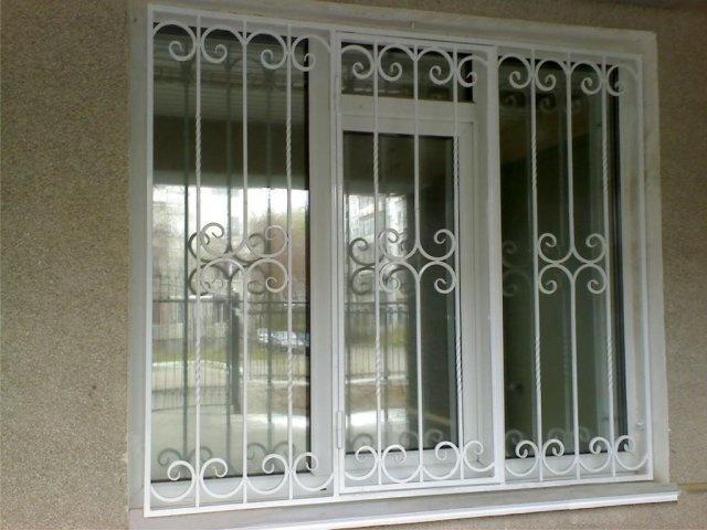 Металлические решетки на окна фото